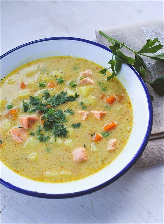 Rezept für eine schnelle Kartoffel-Gemüse-Suppe mit Lachs und Kokosmilch von moeyskitchen.com