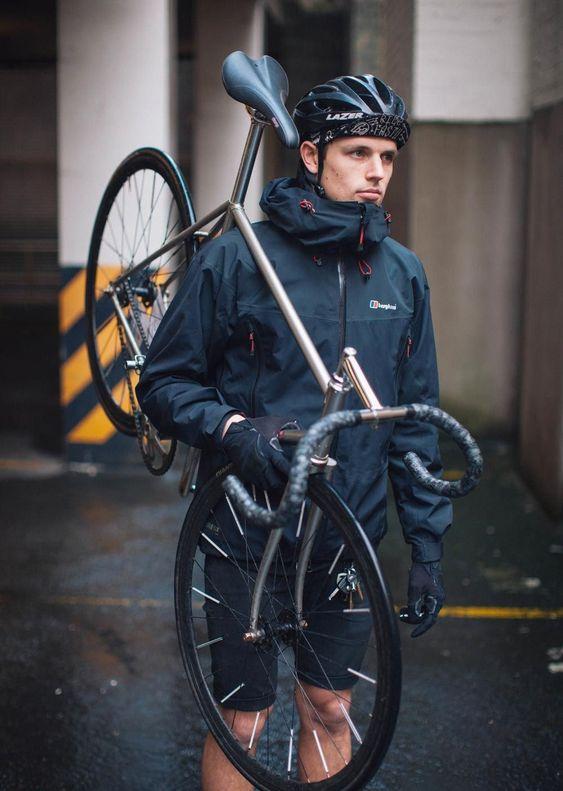 ⛑️ Roulez en toute sécurité grâce à notre collection complète de casque pour vélo/trottinette électrique/moto/scooter ... 🏍️🛴🚴🛹 Équipementier spécialisé dans la mobilité urbaine. Trot'Secure | LIVRAISON GRATUITE 🚚 #velo #vtt #bmx #casque #casquedevelo #femmevelo #velofemme #cyclo #cyclisme #femmecyclisme #trotsecure #accessoirevelo #securitevelo #securite #veloville
