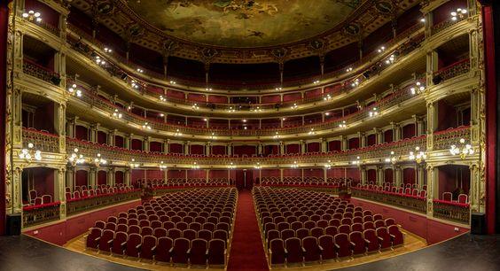 La Leyenda de la Maldición del teatro Romea | Me Encanta Murcia