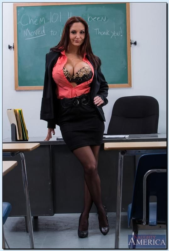 Click the pic to see Ava Addams undressed