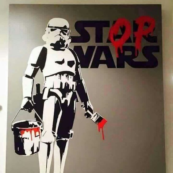 #bansky en #arteurbano cambiando @guerra por @paz. Sus #graffitis son un @gritodeatencion.: