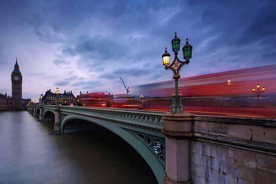 Hier noch ein Foto aus London, war zwar etwas traurig, das die Laterne im Vordergrund kaputt war, aber natürlich auch zu faul, um das mit Photoshop zu fixen. ;)