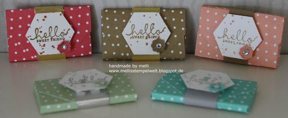 Kleine Umschläge gefüllt mit Schokoladen Tafeln. Verwendetes Designpapier ist das In Color 2013-2015