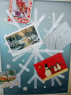 Weihnachtskartenhalter... Thrifty Crafty Girl: 25 Days of Christmas - Snowflake Bulletin Board