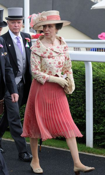 Princess Anne's matchy-matchy hat and dress