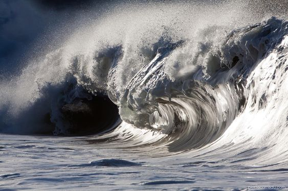 Liquid Sculptures: Powerful Waves Photographed by Pierre Carreau Seem Frozen in Time