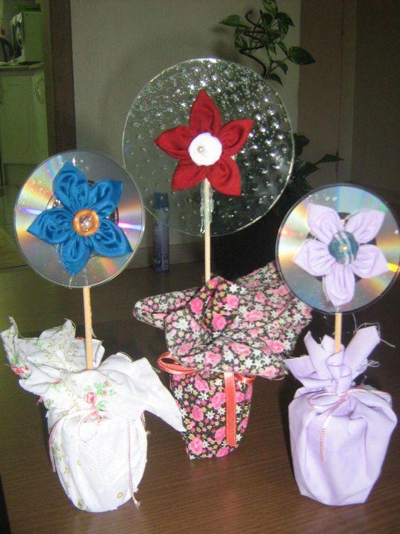 Vasinho com flor em CD e fuxico