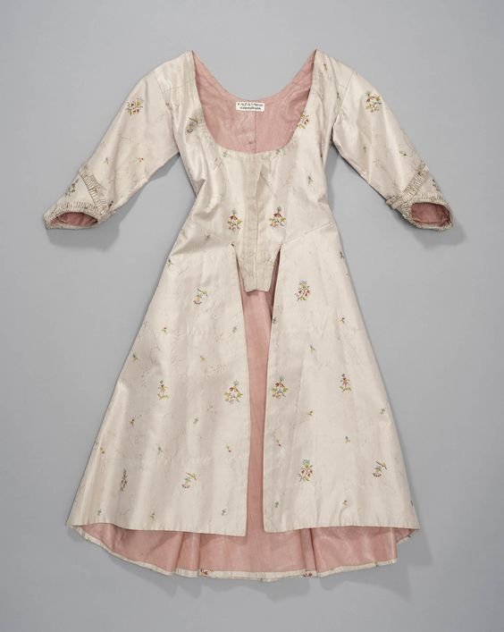 Girl's jacket, The Netherlands, c. 1775-1800. Cream silk embroidered with floral sprays, lined with pink fabric.