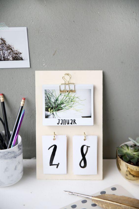 DIY} Schreibtisch-Kalender mit Instax-Fotos selbstgemacht Room - schreibtisch diy