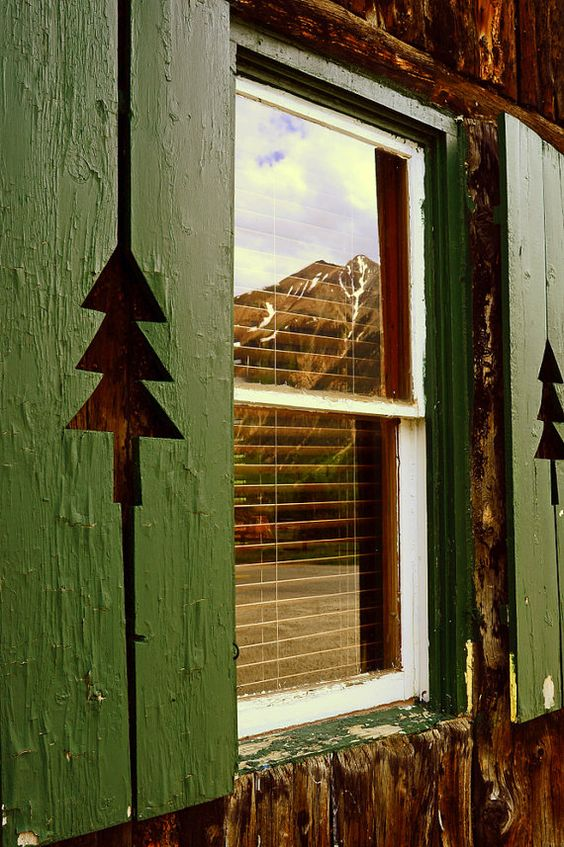 Front windows lakes and log cabin homes on pinterest for Log cabin window