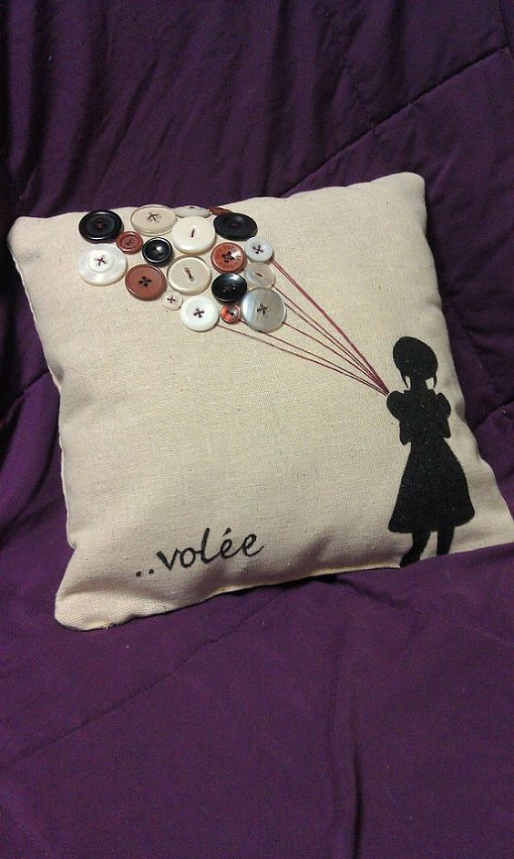 button balloons on a pillow: