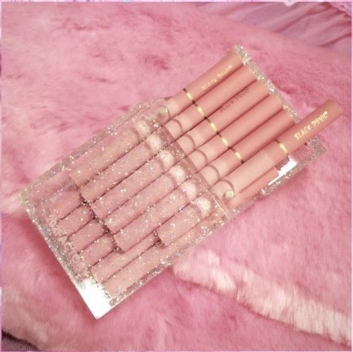 Pastel pink cigarettes | http://amykinz97.tumblr.com ...