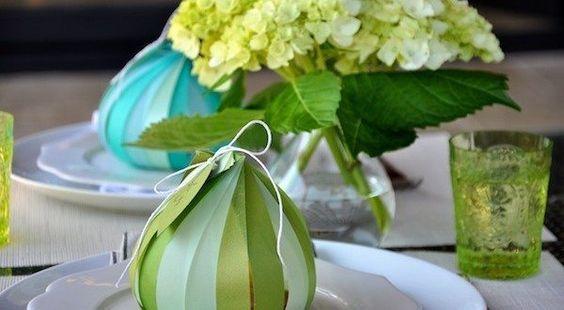 Para um jantar especial, faça uma fruta de papel para decorar mesa de jantar e, assim encantar os seus convidados.