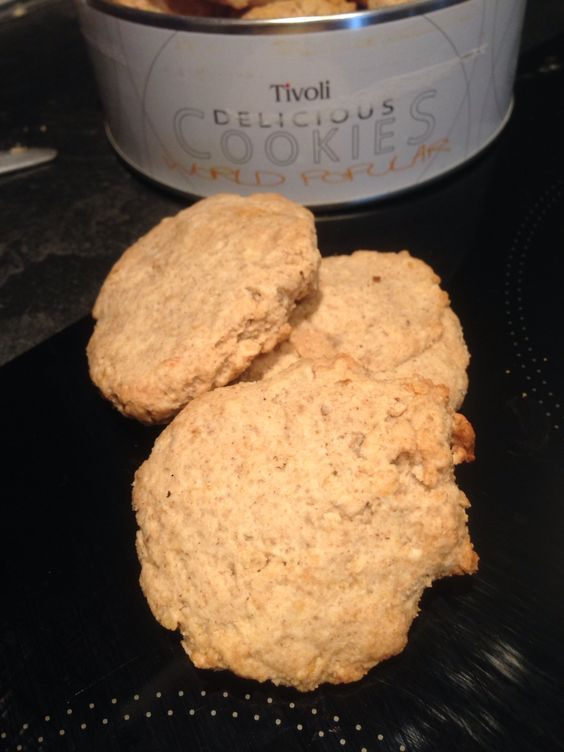 Gluten free avoine sablé. 30gr flocon d'avoine, 50gr fructose, 80gr graisse de coco,120 gr farine orge mondée. Tout melangé façonné avec une cuillère à soupe 6 sablé, en enfournée 10min à 180 degrés