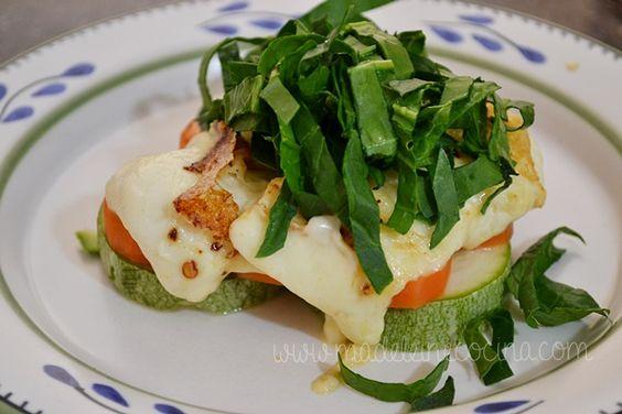 Panela marinada en chile de árbol con verduras al vapor y espinacas