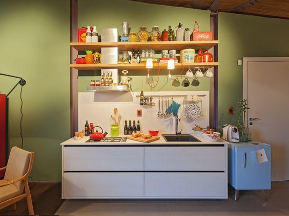 Loft Mulher Moderna - Casa Cor 2014 -  Isabela Bethônico Arquitetura. Cozinha moderna / Multifunções / Verde