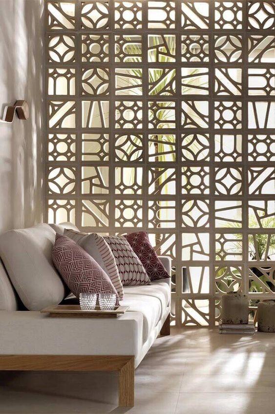 decoração de sala com cobogó de concreto para divisão de ambientes