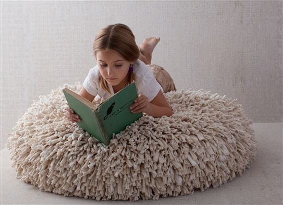 Mięciusia poducha ze starych bawełnianych podkoszulek :) // A fluffy pillow made of used cotton t-shirts :)