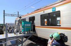 東京メトロやヤマト運輸などの大手物流会社が日東京都心の地下鉄有楽町線に貨物列車を走らせる実証実験を始めました 渋滞緩和に繋がることが期待されています tags[東京都]