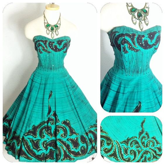 Amazing teal cotton Mexican circle skirt with green sequin and gold metallic paint. Excellent condition with the exception of 2 teeth missing on the