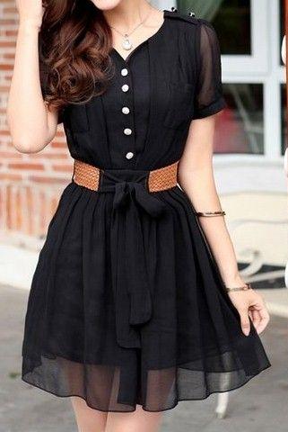 Um vestido preto básico Com os detalhes   do botão e do cinto imitado couro :Casual: