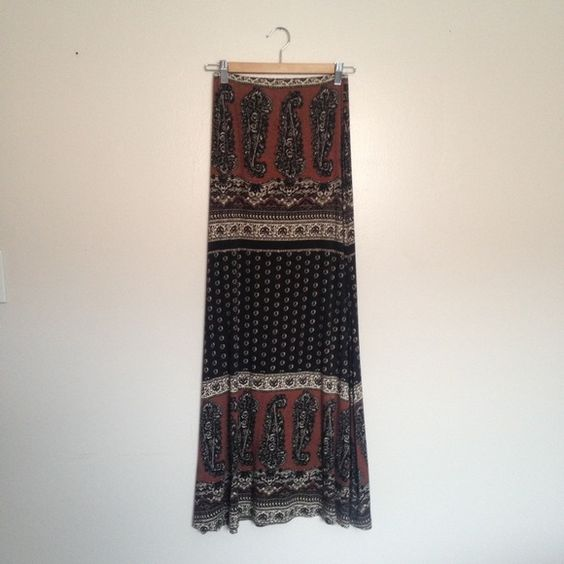 Novella Royale Printed Maxi Skirt Size S Novella Royale Printed Maxi Skirt Size S. Runs small fits like XS. Only wore twice, just too small for me. So soft and comfy! Novella Royale Skirts Maxi