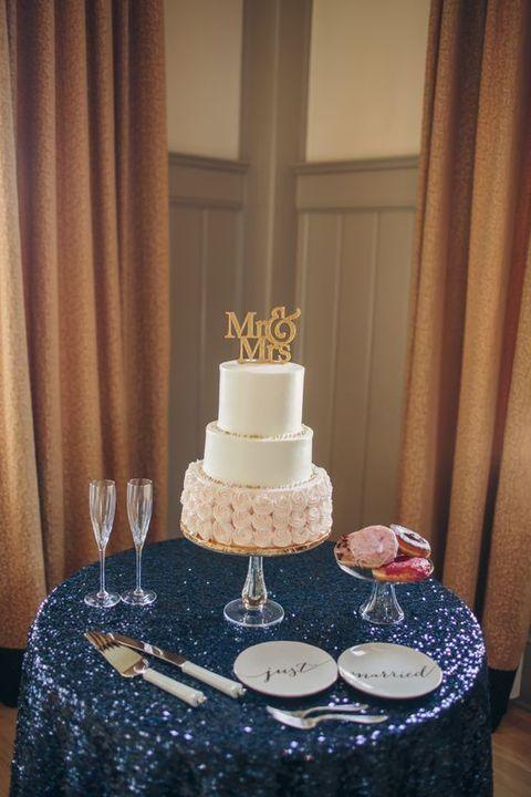 34 Elegant Navy And Blush Wedding Ideas Wedding Cake Table Decorations Wedding Decor Elegant Wedding Cake Table