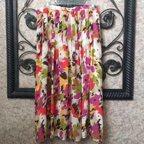 Floral Skirt Floral pleated skirt. Like new. Skirts