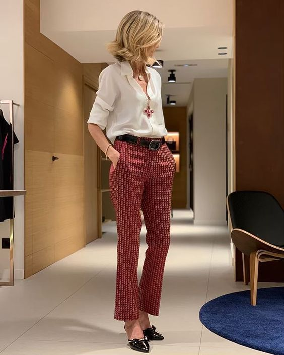Some people are stylish and don't seem to make much effort. They just put on button down shirt and pants that instantly everyone will want to recreate the outfit. And this is what happens to Susi Rejano.