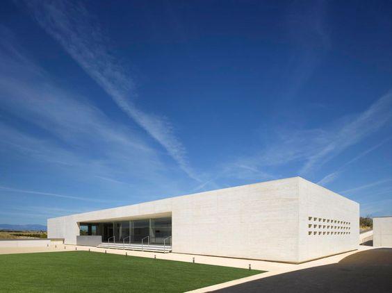 Nieto Sobejano Arquitectos, Fernando Alda - www.fernandoalda.com, Roland Halbe - www.rolandhalbe.de · Montecarmelo Sports Centre · Divisare