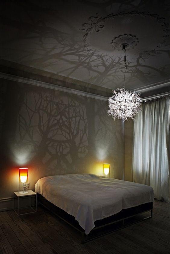 ein atemberaubender moderner kronleuchter mit spiegelung. Black Bedroom Furniture Sets. Home Design Ideas