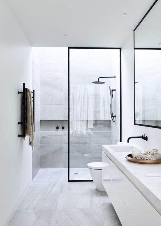 Diseño de baño blanco