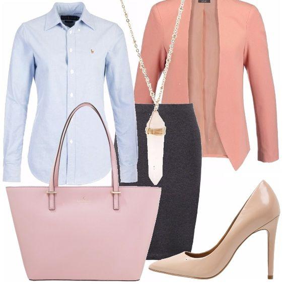 Sportiva e femminile: gonna a tubino in maglina, molto economica grigia, camicia taglio maschile azzurra. Abbiniamo orecchini a lobo, scarpe, borsa ampia e giacca nelle nuances del rosa.
