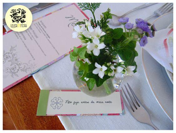 Detalhe mesa de almoço para festa em comemoração a bodas de pratas. #decoracaocasamento,#casamentodecor,#decoracaobodas,#bodasdeprata,#decordefesta,#festadecoracao,#decoracaomesadefesta,#decoracaodemesa,#mesadefesta,#arrumandoamesa,#mesaarrumada,#mesaposta,#tablesetting,#tablesettingdecor,#lunchtabledecor,#wedding, #miniwedding,#weddingdecor,#bride,#noiva,