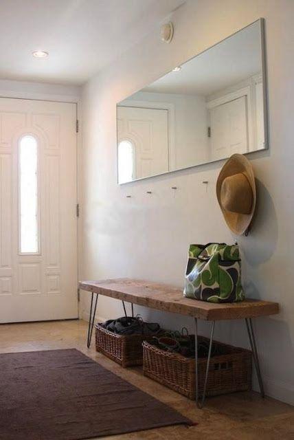 banco, ganchos e espelho