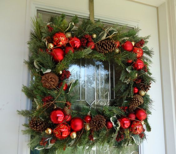 Square wreath instead of round.. may have to revamp a few of my wreaths