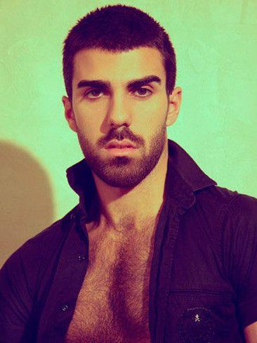 Armando Santos: pecho peludo para representar a Francia en mr Gay Europa 2013