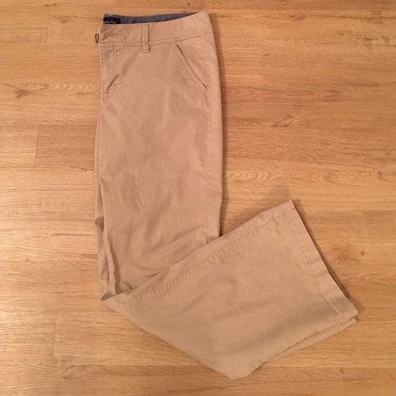 American Eagle Khaki Pants! Stretch material. Very comfy to work in all day if need be. Can be dressed up or down. Gently worn. American Eagle Outfitters Pants