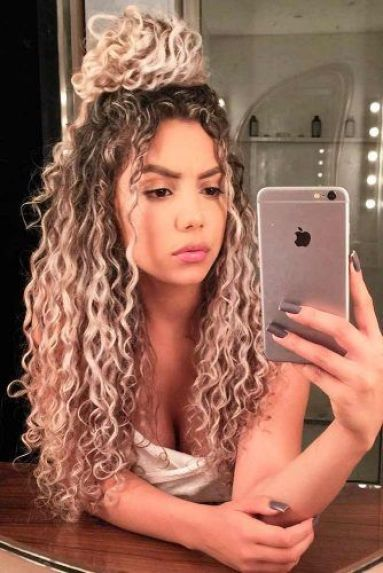 Easy Ways To Style Curly Hair