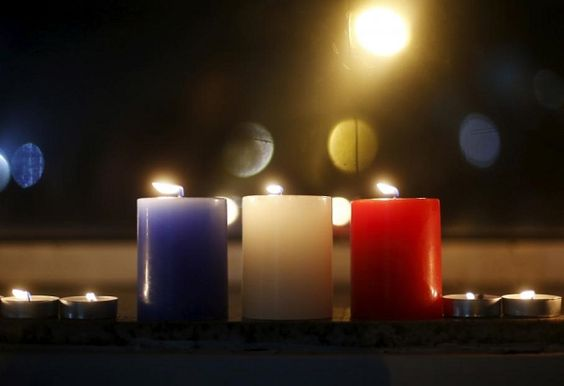 Les monuments du monde en bleu blanc rouge par solidarité avec la France apres…