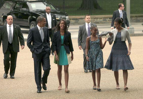 Familia Obama asiste a la iglesia en la adecuación de Trajes monocromáticos (FOTOS)