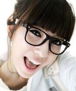 chic bangs hairstyles for women with glasses