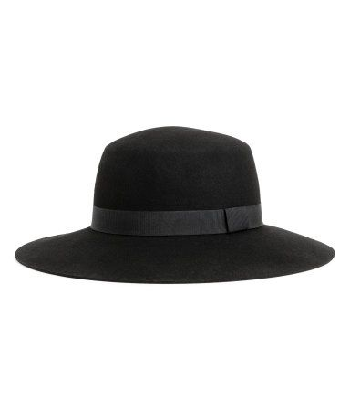Black. PREMIUM QUALITY. Felted wool hat with a grosgrain band. Width of brim 3 1/4 in.
