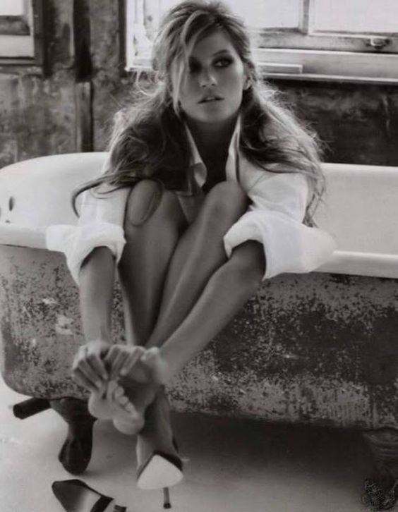 Gisele Bundchen inside her bathtub.