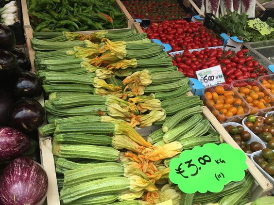 Legumes #mercado #mercato #market #italia #italy #roma #rome #comida #cibo #food #receita #receitas #recipe #ricetta #mercatotestaccio #testaccio #mercadotestaccio #testacciomarket #legumes #vegetables #ortaggi