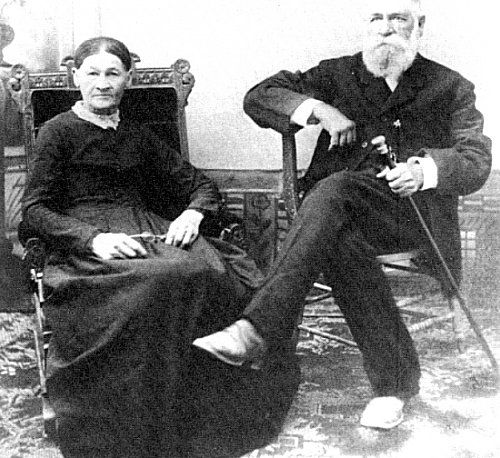 """This picture labeled: """"Wyatt Earp And His Wife"""" ➡ This is not Wyatt Earp and his wife. This is Nicolas Porter Earp and Virginia Ann Cooksey. -The PARENTS of Wyatt Earp!"""