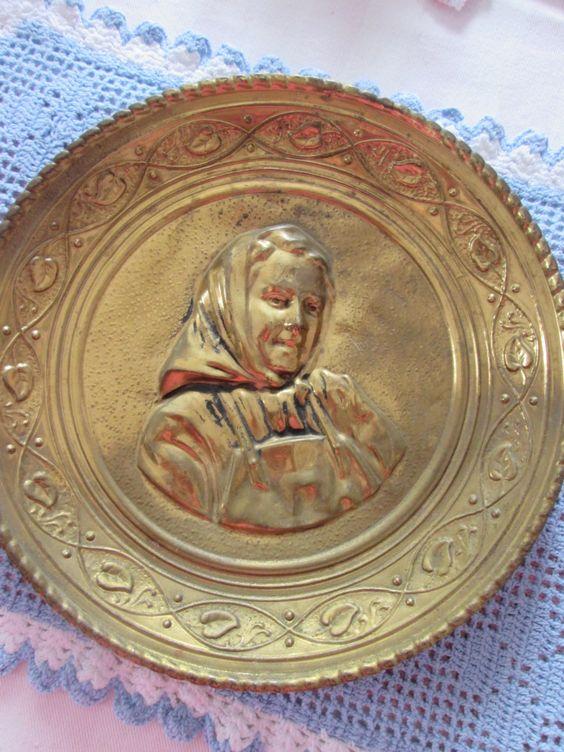 2 assiettes vintage en laiton Made in England de la boutique Roselynn55 sur Etsy