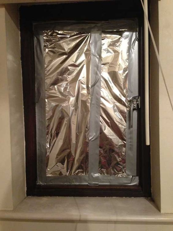 Aluminum Foil Windows : Covering windows with layers of aluminium foil can reduce