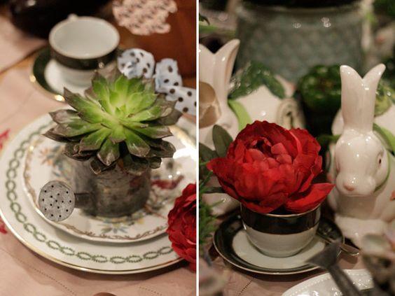 Páscoa - decoração de almoço country chic - arranjos de suculenta em regador e flor na xícara ( Arranjos: Lucia Milan )