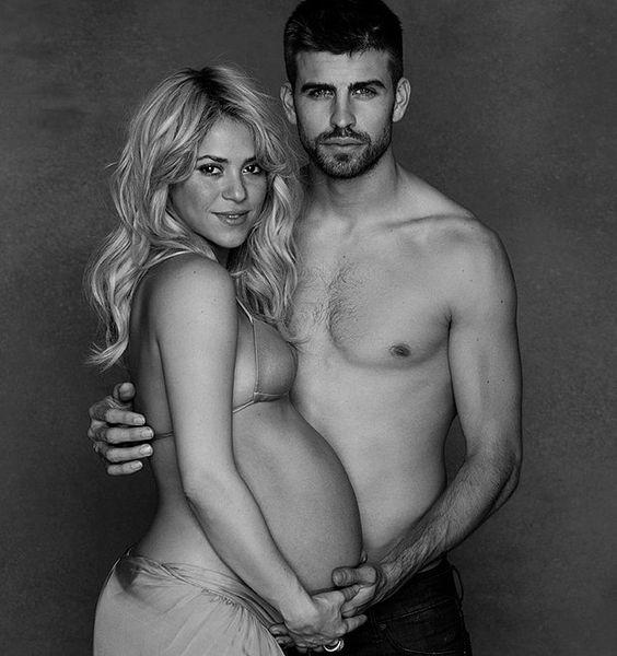 Shakira, aos 8 meses de gestação, ao lado do marido, o jogador Piquet (Foto: Reprodução/Facebook)
